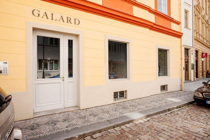 Galard Praha Pohled Z Ulice